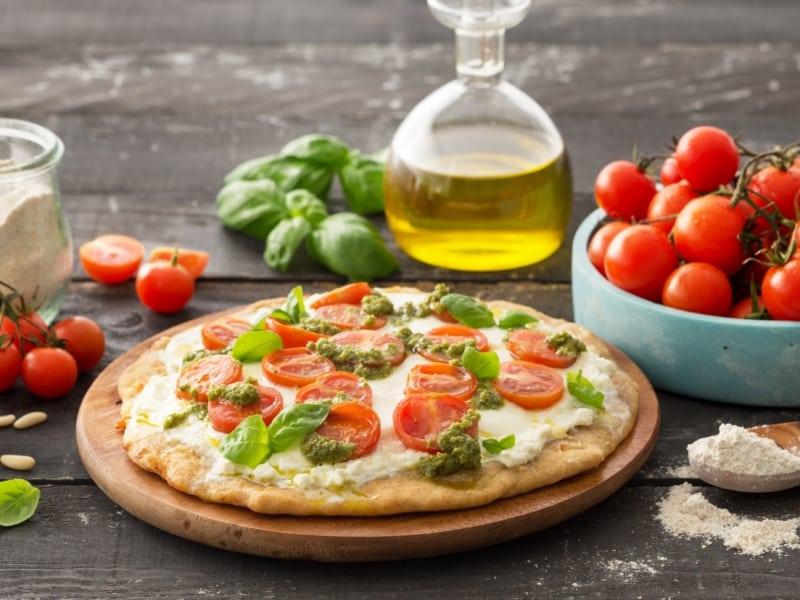 Pizza cu sos pesto și roșii - Galbani
